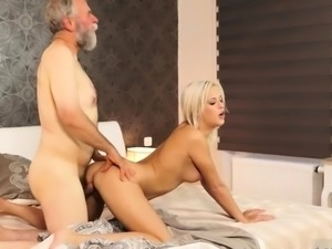 Young massage and mature creampie Surprise your gf and