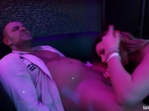 Zealous wild whore Kate Gold is actually ready for intercourse in the club