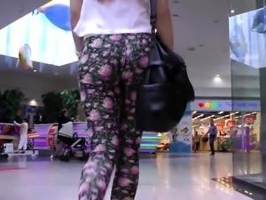 Street voyeur follows a sexy Russian girl in tight leggings