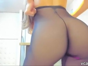 Hot busty camwhore in sexy pantyhose