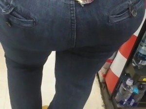 Family dollar Latina Milf booty