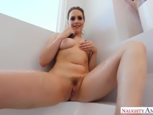 After taking bath with rose petals lusty Mia Malkova sucks delicious cock