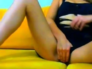 Turkish webcambabe shows her tits