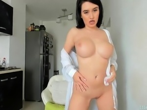 Amateur very sexy big tits brunette MILF camgirl on webcam