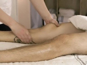 Hot oily massage with transsexual masseuse Natalie Mars is turned into anal