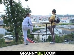 Sporty old grandma spreads legs for stranger