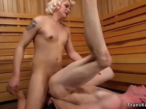 Big cock shemale anal bangs man in spa
