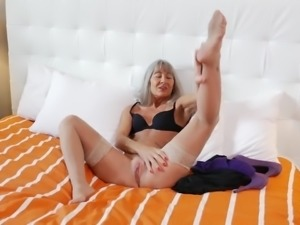 Grey haired mature hoe Leilani Lei thirsts for teasing her old cunt