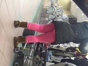 Fat ass in laundromat