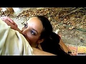 Francys, chaude Latina, vient en France pour se faire sodomiser