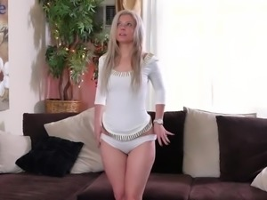Slender nicely shaped blond head Alana Luv wanna play with pussy lips