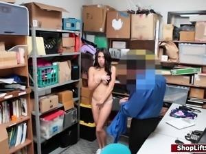 Sexy thief sucks officer to get free