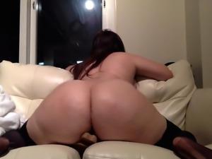 Bellamonroe plays with dildo
