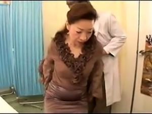 Mature Japanese wife gets her hairy cunt thoroughly examined