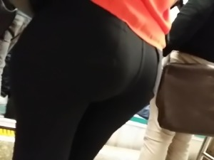 Hot milf round and bubble ass