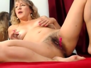 Sexy mature wife pleases her holes with a pink toy on webcam