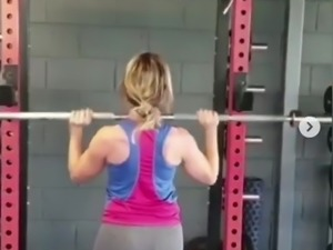 Pawg blonde gym milf bum wiggle candid in leggings thong