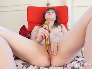 Yanks Rae Eroscillates Her Clit to a Great Orgasm
