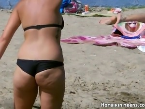 Sexy Thongs Bikini Girls Beach Voyeur HD Video