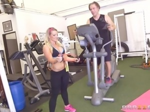 hot bitch sucking dick at gym