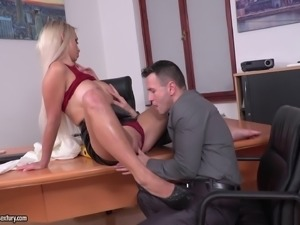 Narrow asshole and a shaved pussy of a blonde fucked at the same time