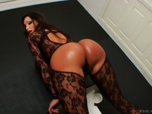 TS bitch Karen Rodrigues shows her juicy butt and jerks her dick off